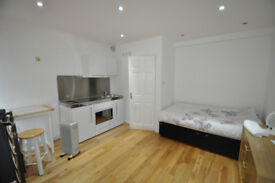 Great location ensuite room with bills included in southfields available as soon as possible