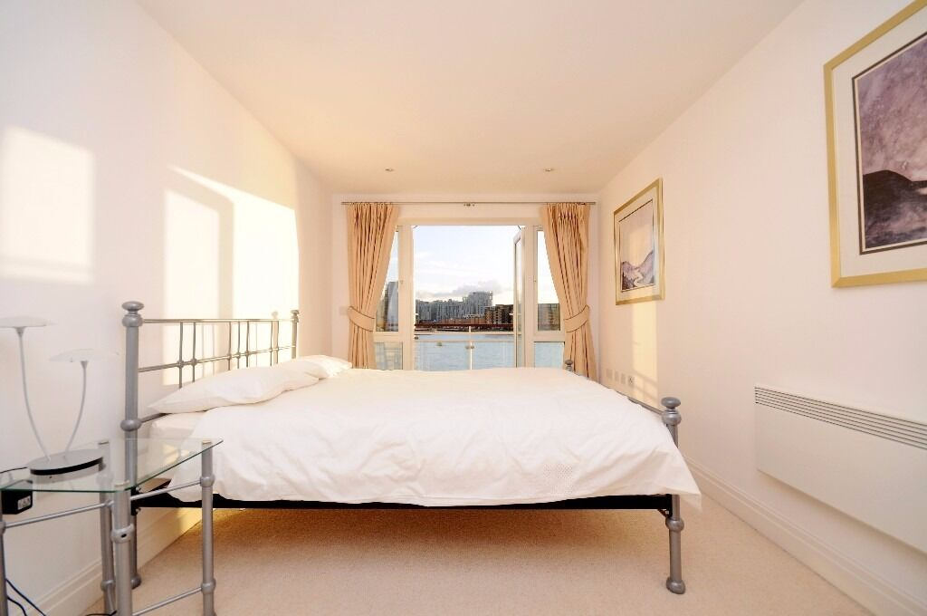 - Brilliant 3 bedroom property with river views, jacuzzi and pool facilities! E14 next to DLR!