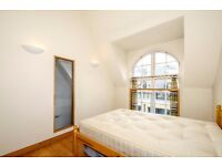 ***ONE DOUBLE BED IN A CONVERTED LOFT APARTMENT available to rent - Albany Road***