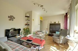 Amazing 2 bed ground floor flat near Ealing Common
