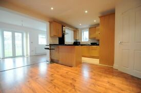 4 Bedroom House, Newly Refurbished- Garden