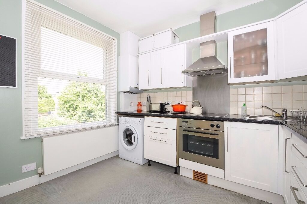 A spacious split level maisonette offering three bedrooms and a garden, situated on Bickley Street.