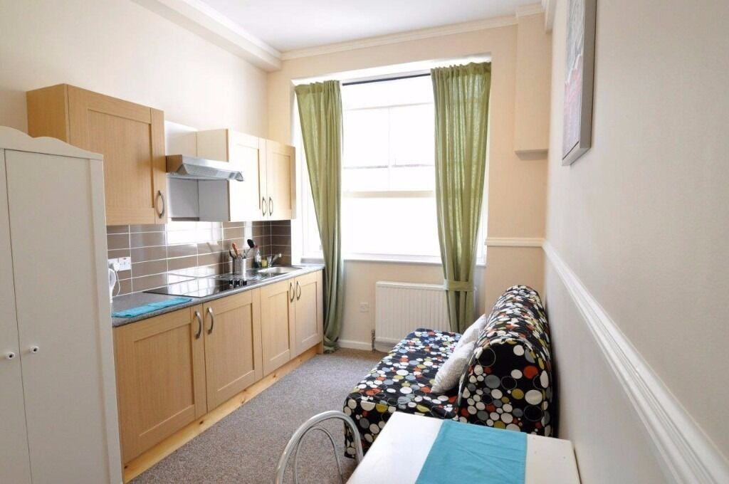 Self Contained West Kensington Studio En-suite £250 pw Most Bills Included