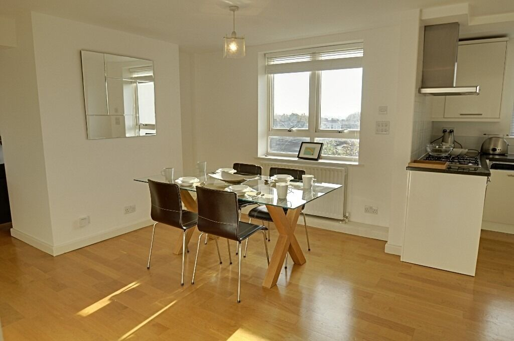 Pet Friendly 2 Bed 2 Bath, Chiswick, Off Street Parking