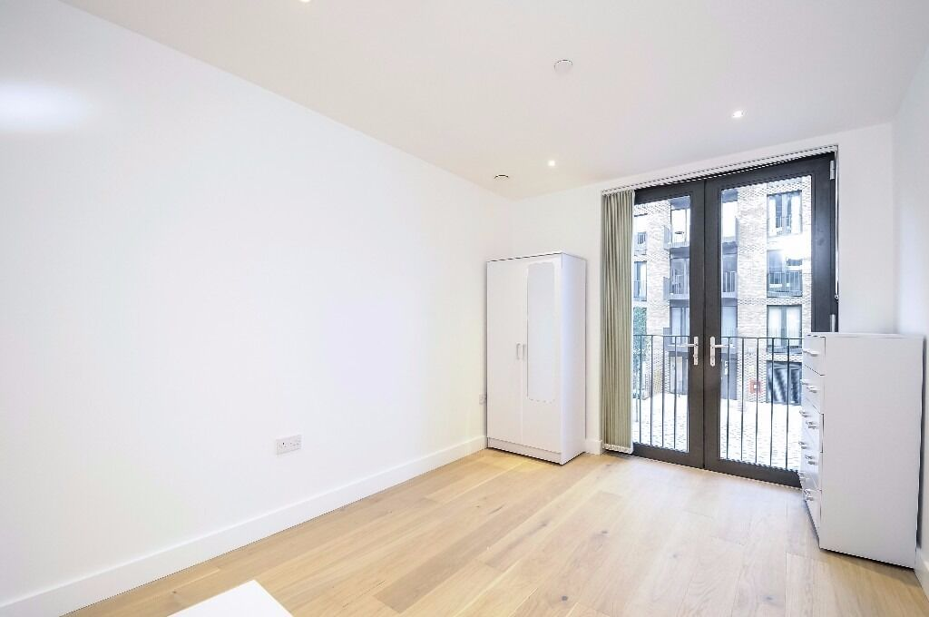 Stunning 2 bed flat,large private balcony,new build near Battersea Square. Parkham Street SW11