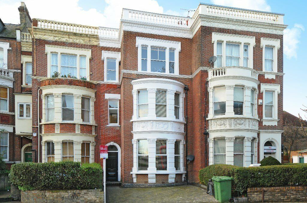 WEST - This stunning two double bedroom flat to rent is located in the heart of West Hampstead.