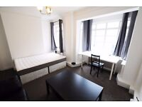 91RP / Spacious Double room with sofas in Portered Building 10Min to Baker Street