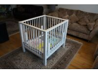 Adjustable playpen in solid wood with playmat