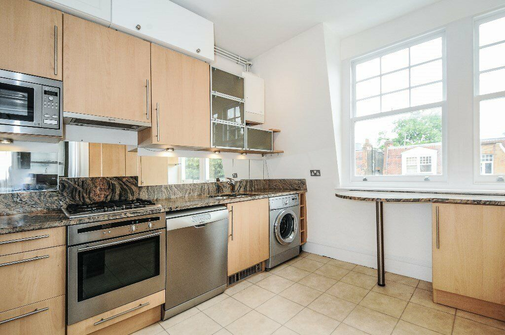 ABE -A stunning spacious grand three bedroom flat to rent on a quiet street in West Hampstead