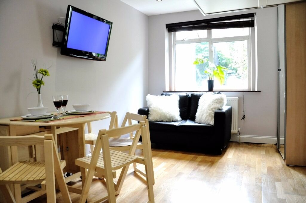 Modern studio 10' from Baker street -available for two months and more -bills included 20B2