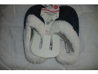 SIZE 3/4 NEW PAIR OF GREEN MEMORY FOAM SLIP ON SLIPPERS WITH FUR LINING