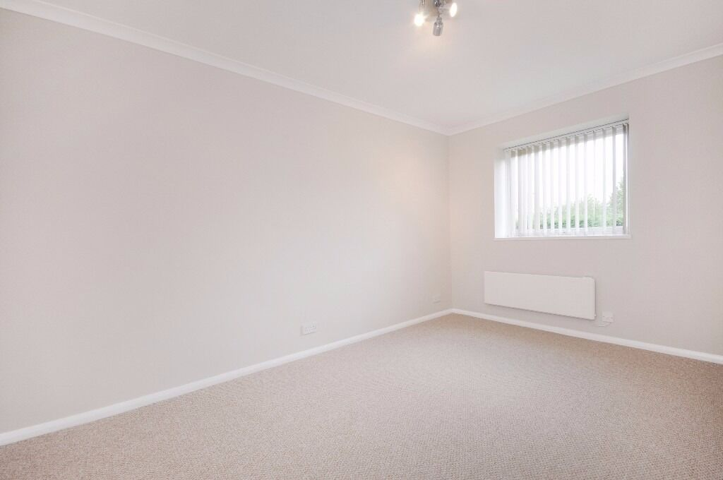 One Bedroom Flat to rent Located in West London, Off street parking & Garage £1,175pcm