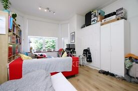 1ST FLOOR STUDIO APMT- VERY CLOSE TO MUSWELL HILL BROADWAY- GREAT LOCATION- IDEAL FOR 1-2 PEOPLE