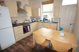 4 bedrooms in 22 Ashville View, Leeds, LS6 1LT