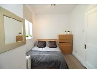 A contemporary double room in a fantastic houseshare in Barons Court, NO DEPOSIT ALL BILLS INCLUDED