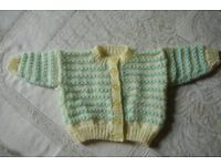 Pretty hand knited Cardigan. Ornate buttons. NEW. 48 cms chest. BARGAiN £1