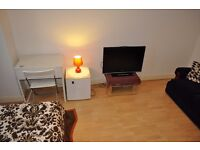 Specious double room to rent shot let weekly £135 including bills available now!!!