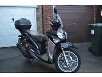 Yamaha HW 125 XENTER with Top Box & Windshield