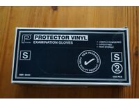 *** Box of 100 vinyl protective gloves size small ***