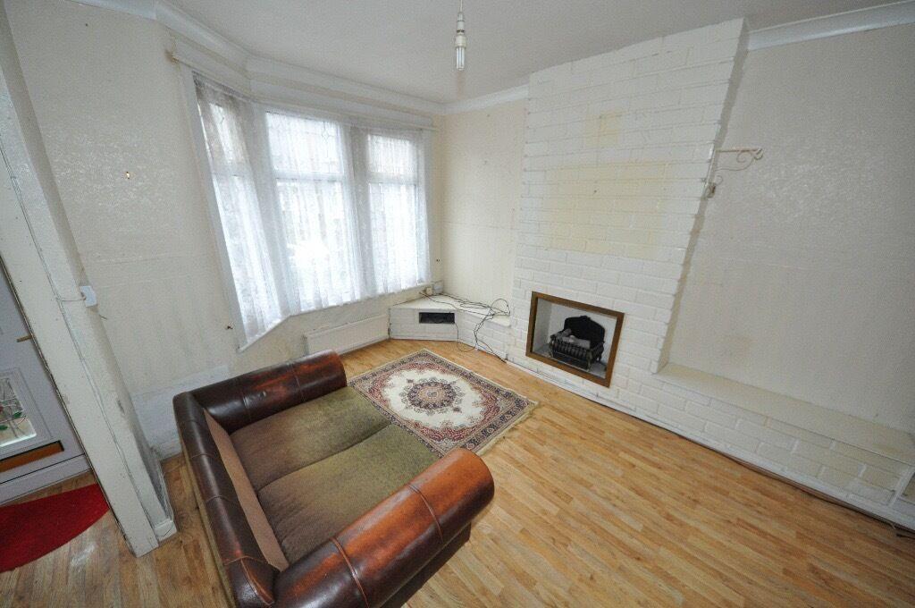3 BEDROOM HOUSE - EAST HAM - CHARLEMONT ROAD
