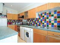CRI - A large bright and spacious two double bedroom conversion flat within the heart of Cricklewood