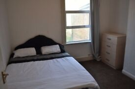 Super Big Double Room Available NOW! Redbridge London - Central Line