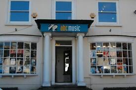 RETAIL SALES ASSISTANT REQUIRED FOR MUSICAL INSTRUMENT SHOP (ESHER, SURREY). Full time.