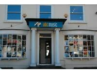 SALES ASSISTANT REQUIRED FOR MUSICAL INSTRUMENT SHOP (ESHER, SURREY). Full or part-time.