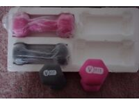 V-FIT DUMBBELLS 2 x 1kg (GREY) & 2 x 1.5 kg (HOT PINK) TEXTURED FLOCK VINYL UNUSED COLLECT BENFLEET