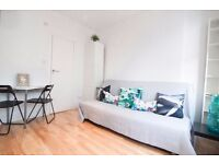 Spacious conveniently located studio apartment Barons Court