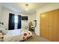 SPACIOUS 2 BED 2 BATH LOCATED IN THE HEART OF ISLEWORTH