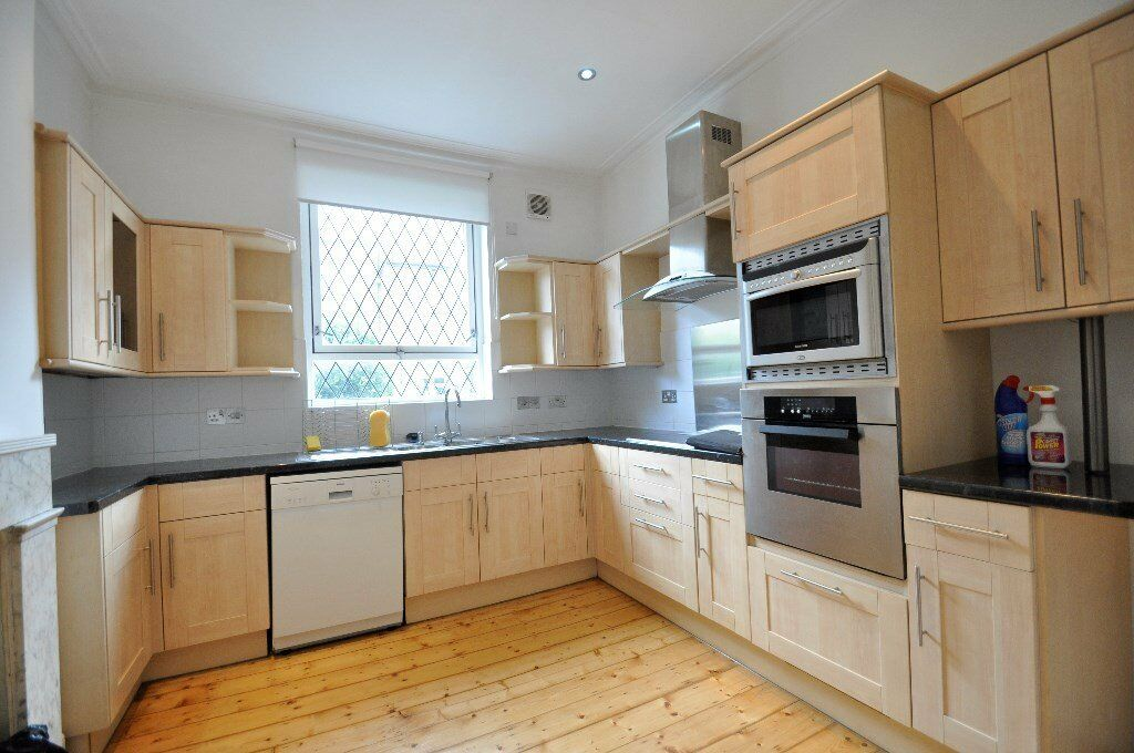 Great Value for this Outstanding 2 Bedroom Property In Hammersmith Thames SIde