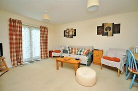 Spacious ground floor 2-bed flat - available immediately