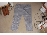 SIZE 18 PAIR BLUE/WHITE PRINT TROUSERS WITH SIDE POCKETS