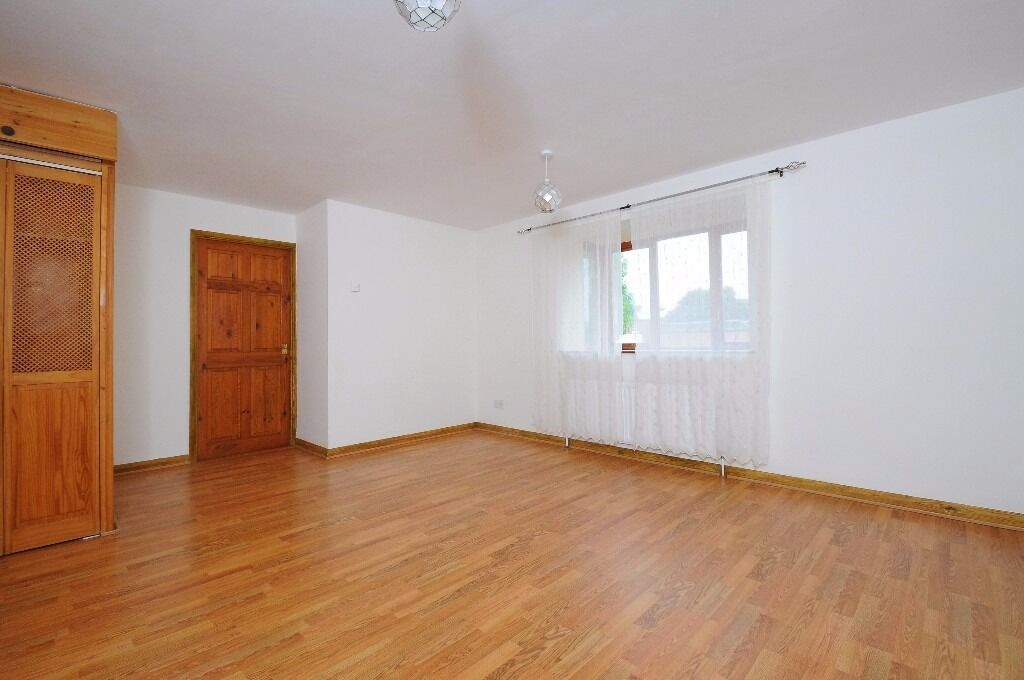 A lovely two bedroom apartment in Kingston. Hilderly House.