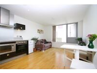 ULTRA MODERN 1 BED 2 BATH SPLIT LEVEL HOME- MINS FROM ARSENAL STN- 24 HR CONCIERGE- IDEAL FOR COUPLE