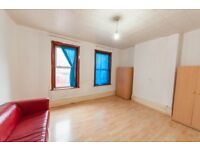 3 bedroom flat in High Street North, Manor Park, E12