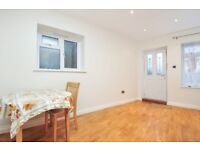 A fantastic studio apartment available to rent on Cecil Road , close to Southgate station.