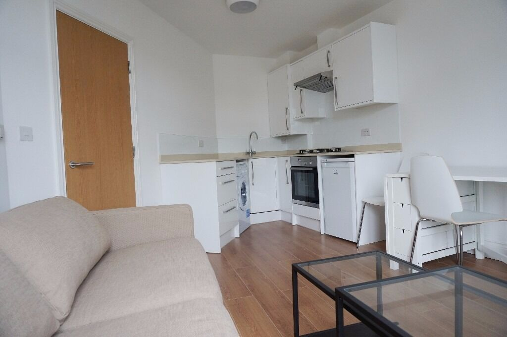 Newly refurbished one double bed flat, East Finchley, N2 - £1,175 pcm