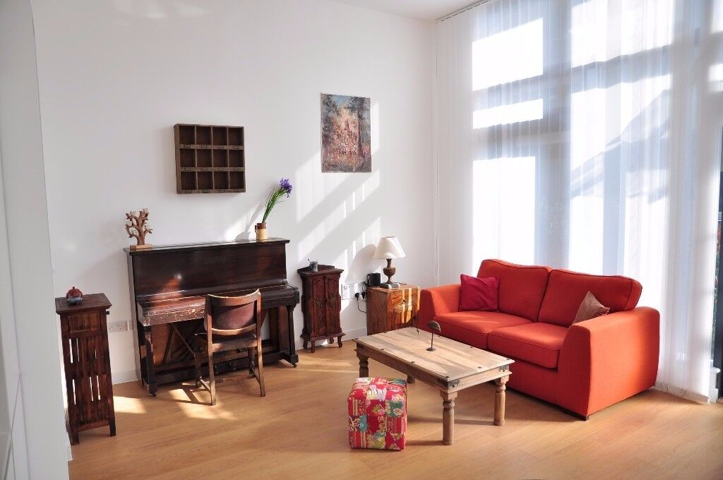 £1335 - Stunning 1 bed flat near Canary Wharf