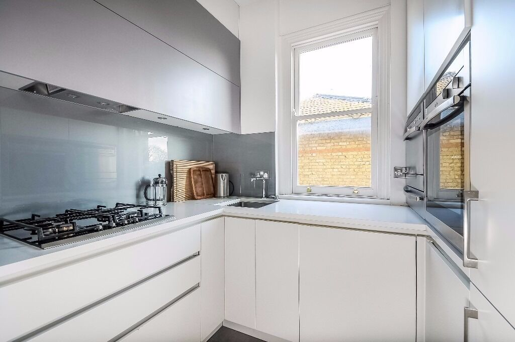 *AVAILABLE NOW* A BEAUTIFUL AND BRIGHT TWO BEDROOM APARTMENT WITH STUDY CLOSE TO WANDSWORTH COMMON