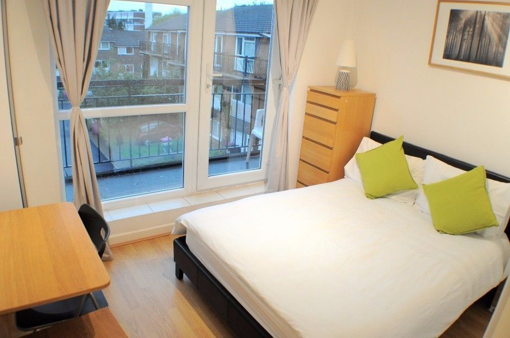 Nice and peaceful riverside double ensuite room available