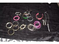 SELECTION OF COSTUME JEWELLERY BANGLES, BRACELETS, WATCH, MATCHING NECKLACE + EARRINGS SET