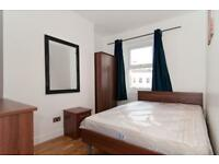 5 bedroom flat in Frensham Drive, Roehmapton, SW1