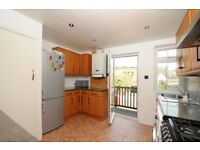 A cosy three bed masionette to rent, located on Bromley Road
