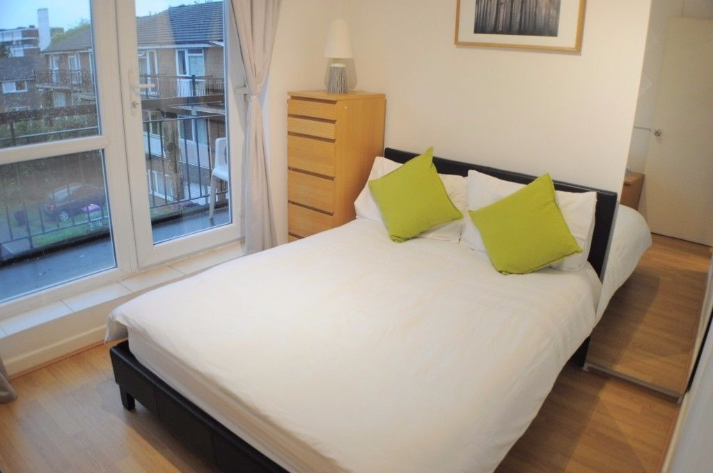 cute peaceful riverside double ensuite room available
