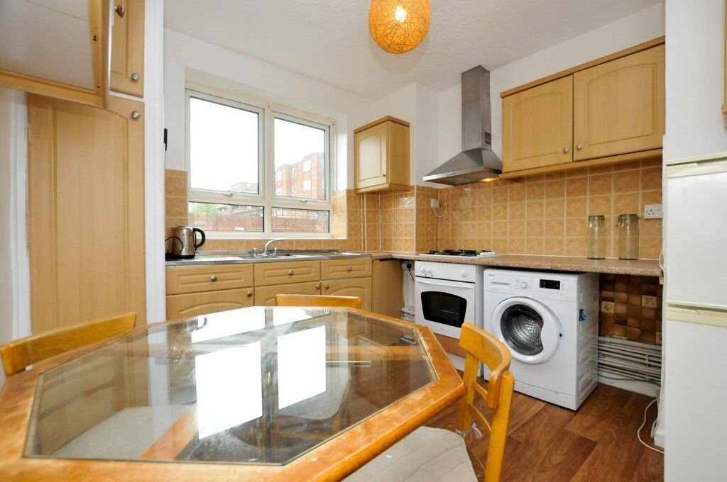 Howard Road, two bed flat with balcony, purpose built