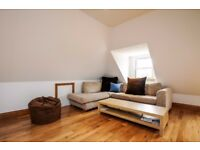 A bright and spacious, top floor two bedroom apartment to rent in Kingston. Kings Road.