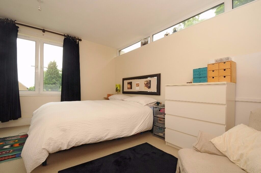 NEW!*Two double bedrooms *Large reception room *Separate fully fitted modern kitchen*THURLOW