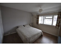 Spacious house located on Combemartin Road easy access to Earlsfield, Wandsworth and Wimbledon